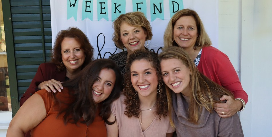 : Monica Moreno (Left), Madeline Campo, & Caroline Strand with their mothers for Phi Mu Brunch